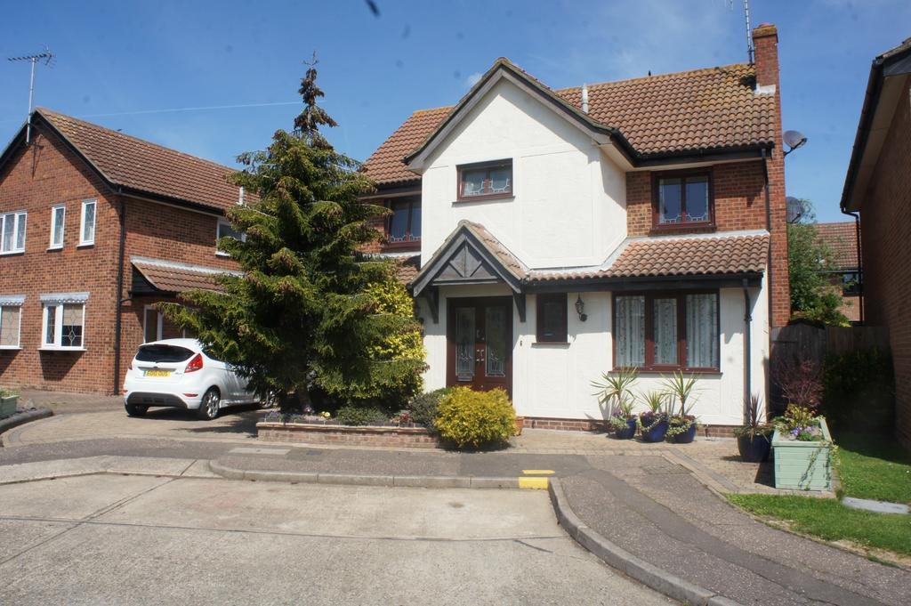 4 Bedrooms Detached House for sale in Parkway Close, Leigh-on-Sea SS9