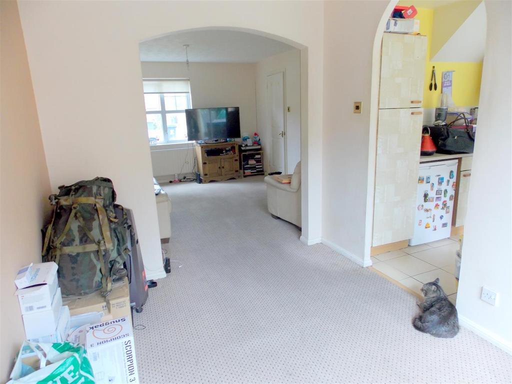 3 Bedrooms Semi Detached House for sale in De Havilland Road, Cardiff