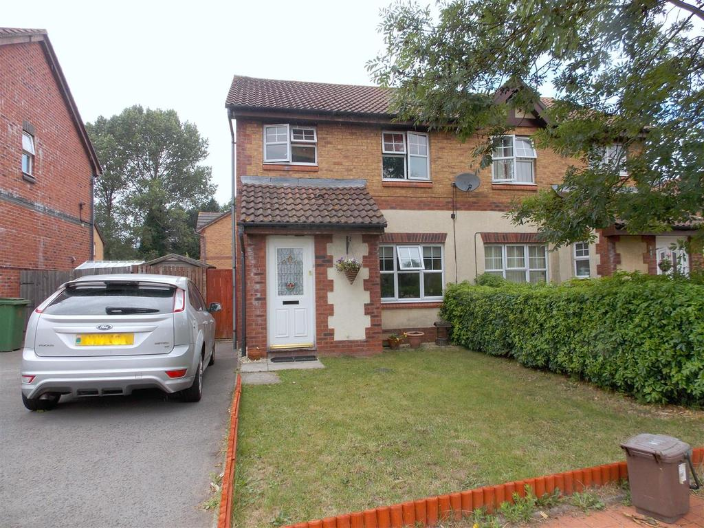 3 Bedrooms Semi Detached House for sale in De Havilland Road, Cardiff