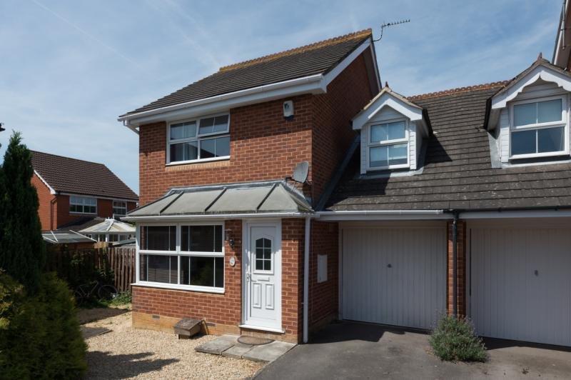 3 Bedrooms Semi Detached House for sale in Ypres Way, Abingdon