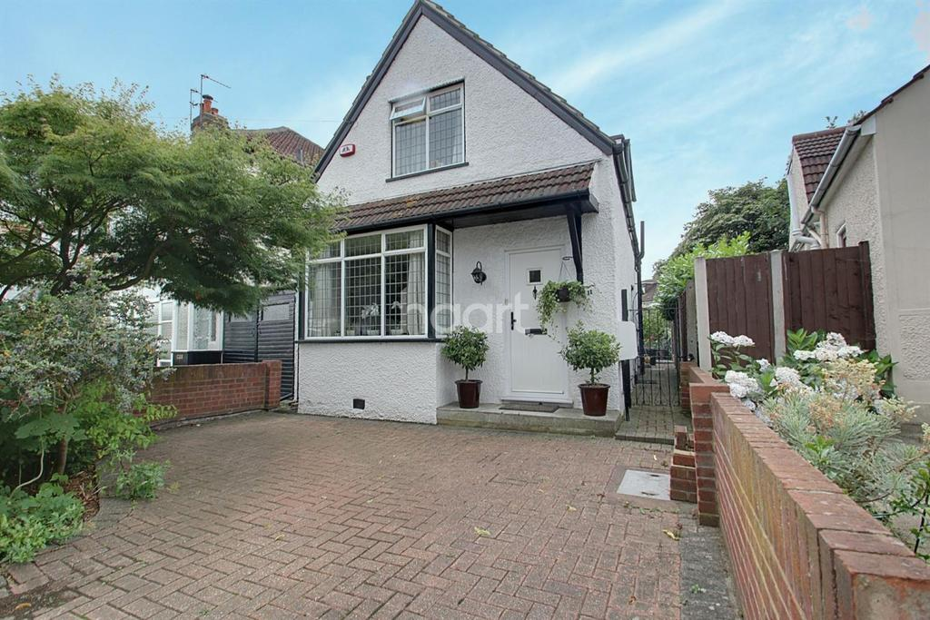 2 Bedrooms Detached House for sale in Lytton Road, Gidea Park
