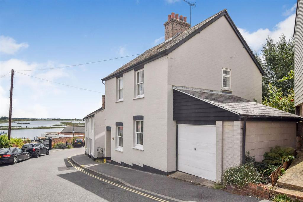 3 Bedrooms Detached House for sale in The Hythe, Maldon