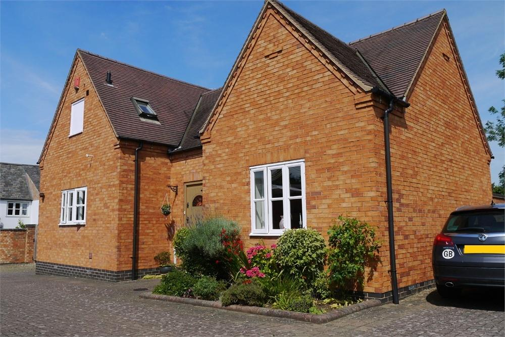3 Bedrooms Detached House for sale in The Courtyard, Bell Street, Claybrooke Magna, Leicestershire