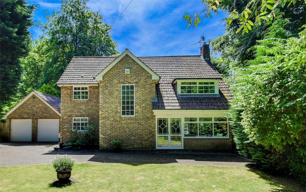 4 Bedrooms Detached House for sale in Headley Road, Grayshott