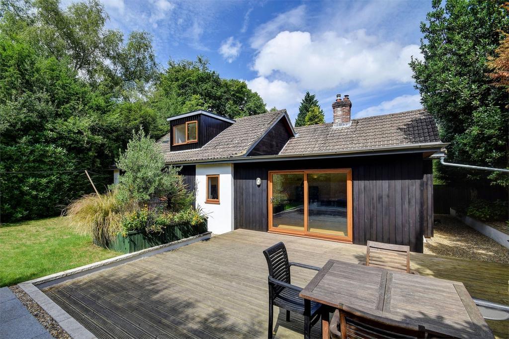 4 Bedrooms Detached Bungalow for sale in Kiln Way, Grayshott, Hampshire