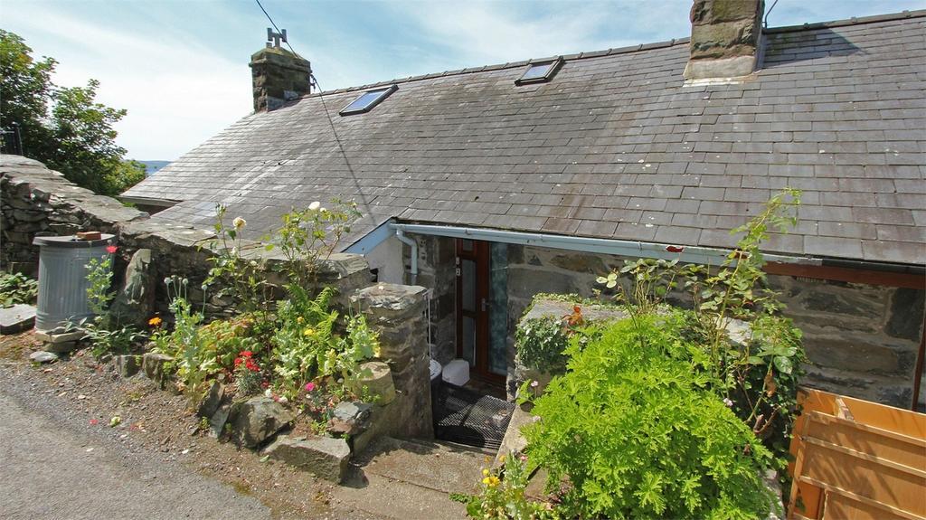 2 Bedrooms Terraced House for sale in Gellfechan Road, Barmouth, Gwynedd