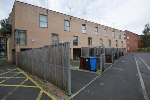 3 bedroom terraced house to rent - Southcombe Walk Hulme. M15 5nx Manchester