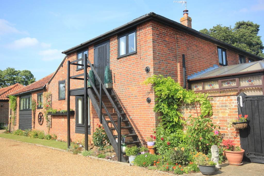 5 Bedrooms Barn Conversion Character Property for sale in Woodton