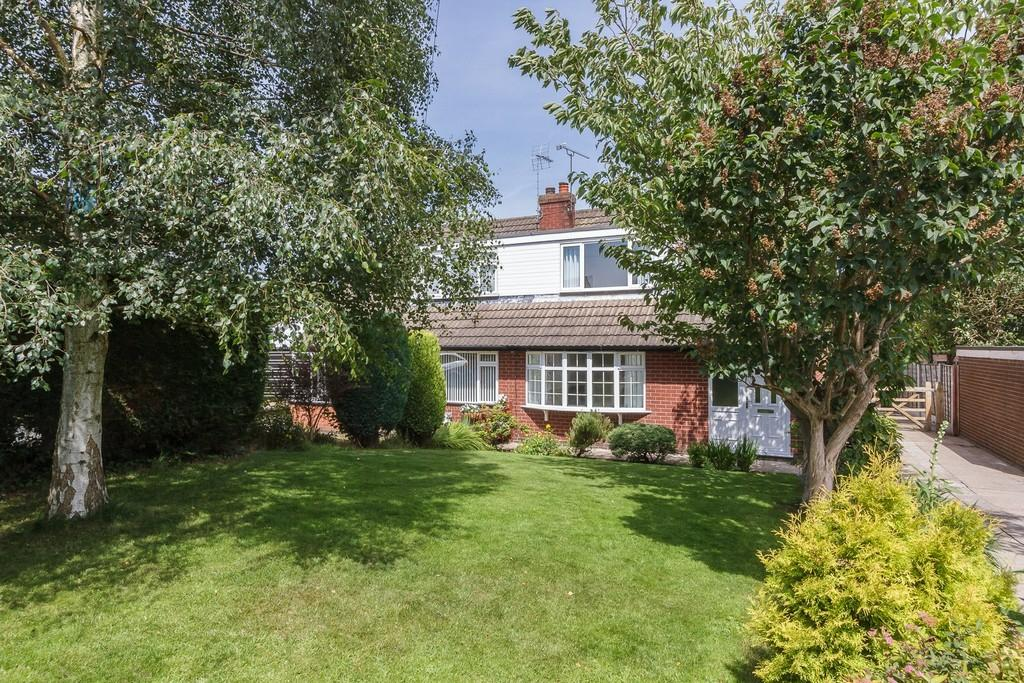 3 Bedrooms Semi Detached House for sale in Shavington, Cheshire