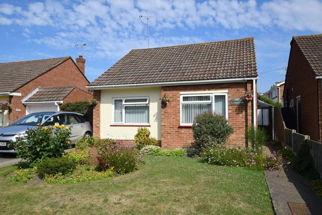 2 Bedrooms Detached Bungalow for sale in Roselea Avenue, Herne Bay