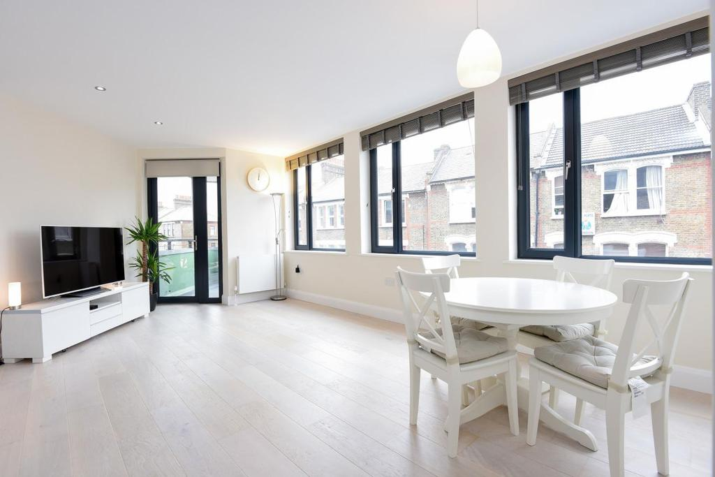 1 Bedroom Flat for sale in Landor Road, Clapham