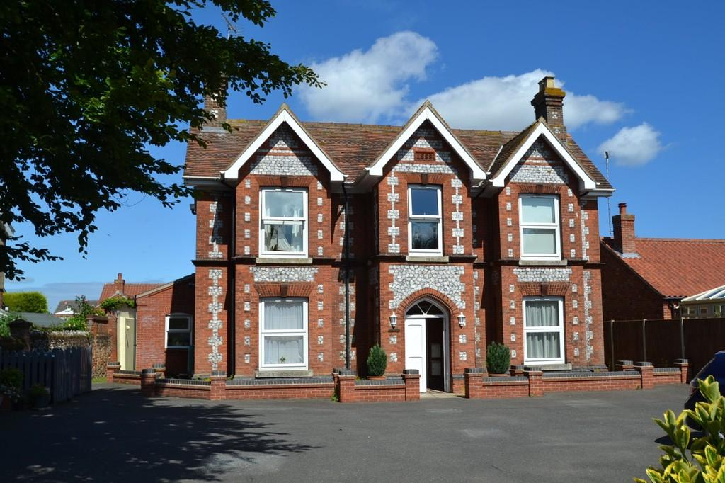 1 Bedroom Ground Flat for sale in Holt