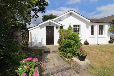 2 bedroom detached bungalow to rent - Nr Pembury Road, Tunbridge Wells