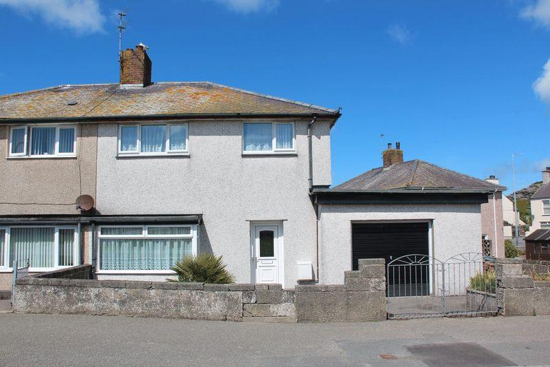 3 Bedrooms Semi Detached House for sale in Morrison Crescent, Holyhead