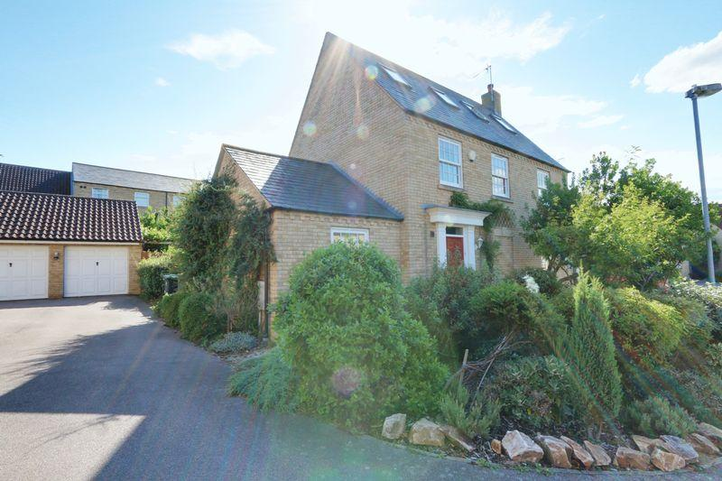 5 Bedrooms Detached House for sale in Darwin Close, Ely