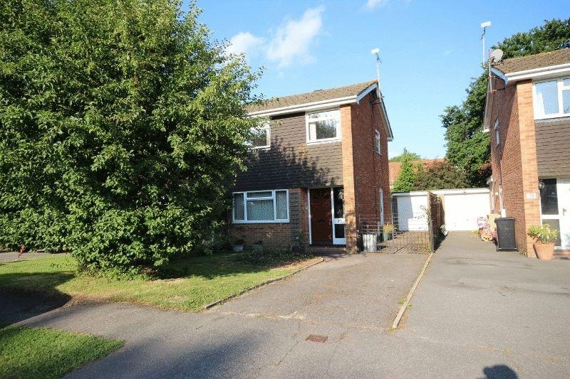 3 Bedrooms Semi Detached House for sale in Downsview Drive, Wivelsfield Green