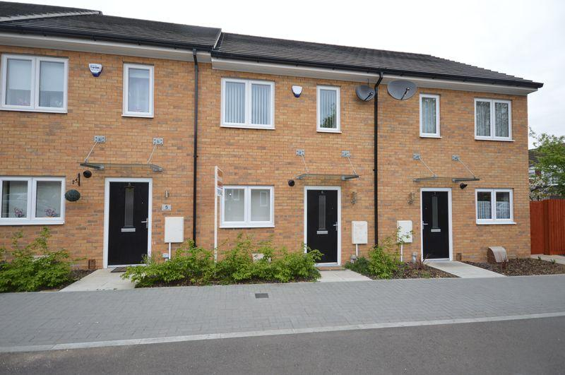 2 Bedrooms Terraced House for sale in Hedges Way, Luton