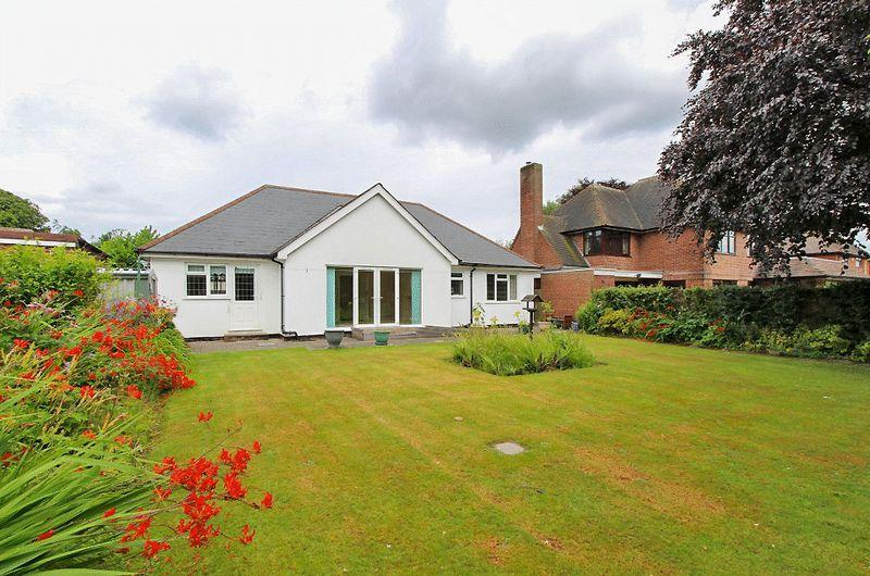 3 Bedrooms Detached Bungalow for sale in Sanstone Road, Bloxwich Walsall