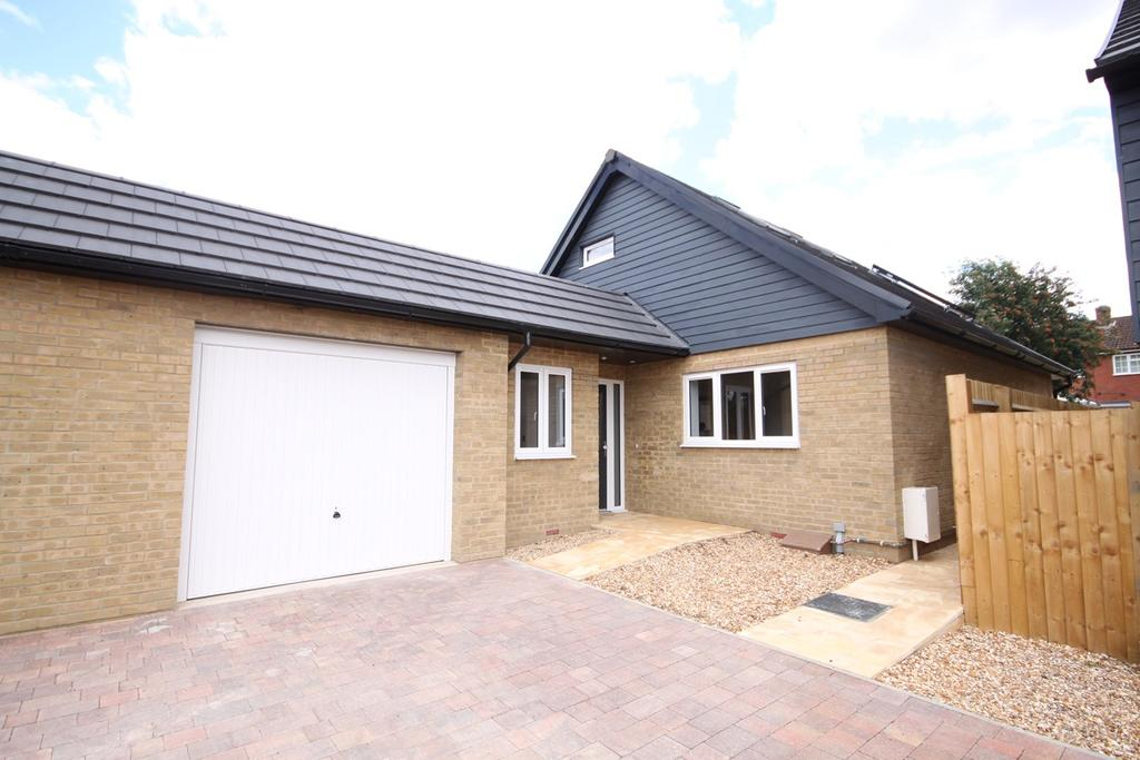 3 Bedrooms Detached Bungalow for sale in Beacon Close, Shefford, SG17