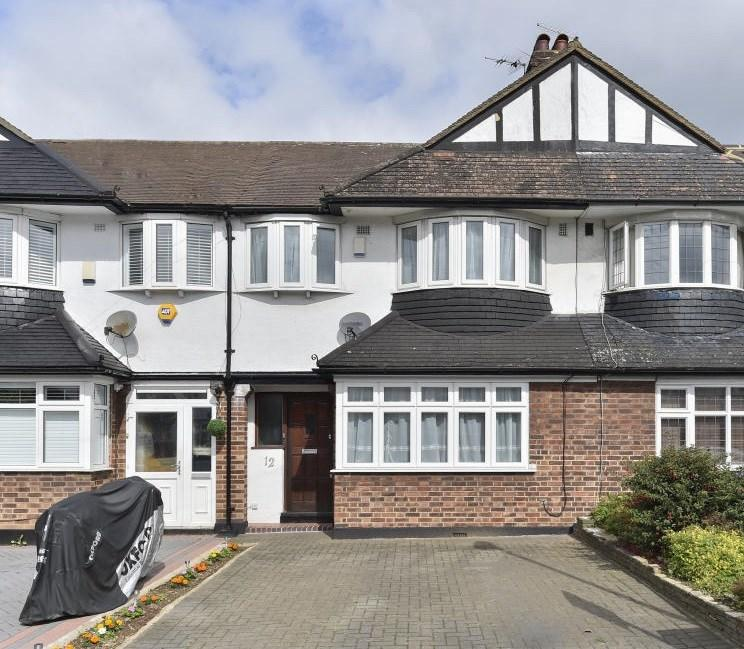 3 Bedrooms Terraced House for sale in Harrow Avenue, Enfield, EN1
