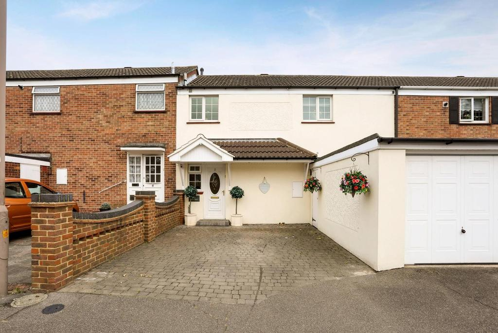 3 Bedrooms Terraced House for sale in Highwood Close, Brentwood, Essex, CM14