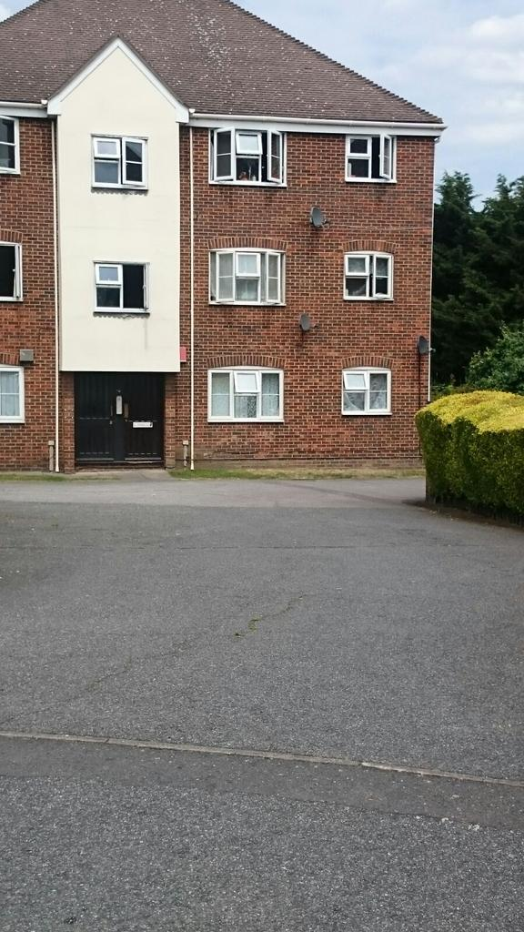 2 Bedrooms Ground Flat for sale in Butteridges Close,, Dagenham Rm9