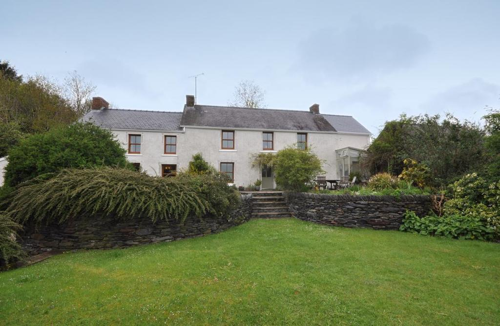 5 Bedrooms Detached House for sale in Carmarthen 130 Acre farm