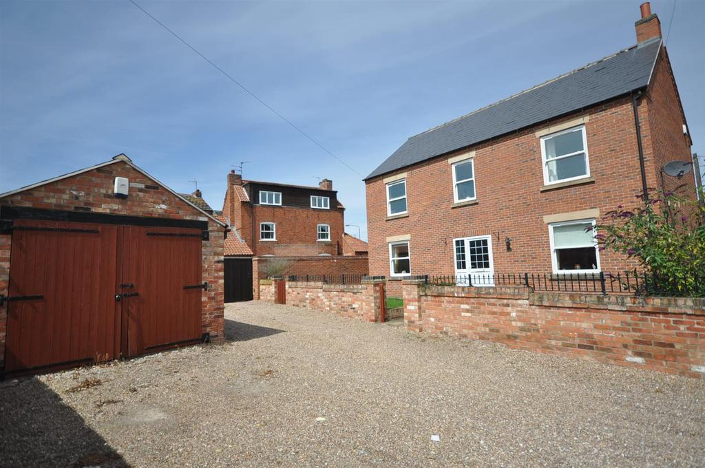 4 Bedrooms Detached House for sale in Main Street, Balderton, Newark