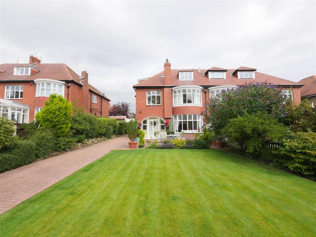 4 Bedrooms Semi Detached House for sale in Barnes View, Barnes, Sunderland