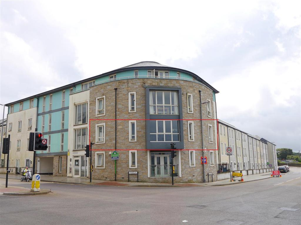 2 Bedrooms Flat for sale in Kerrier Way, Camborne