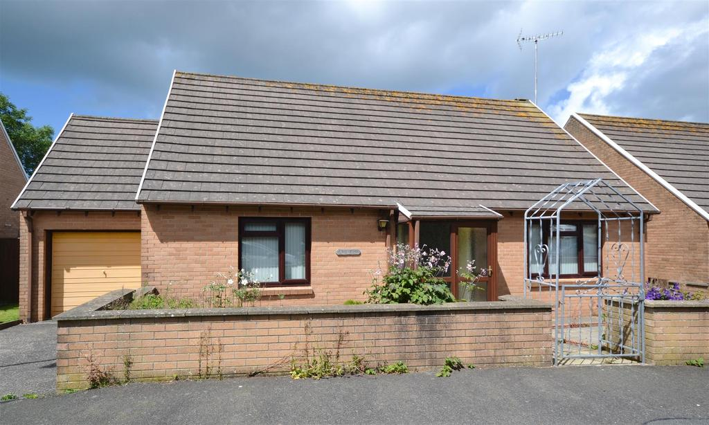 2 Bedrooms Detached Bungalow for sale in Fishguard
