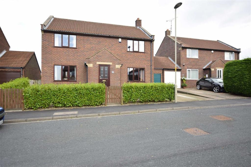 4 Bedrooms Link Detached House for sale in Hovingham Drive, Scarborough