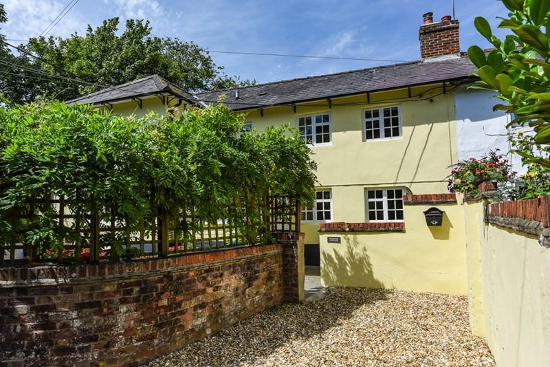 3 Bedrooms Semi Detached House for sale in Orange Lane, Over Wallop, Stockbridge
