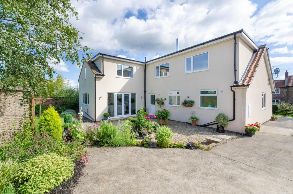 4 Bedrooms Detached House for sale in Sunnyside, West Lilling, York