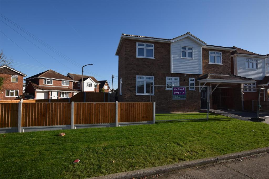 4 Bedrooms Detached House for sale in Mornington Road/ Lilac Avenue, Canvey Island