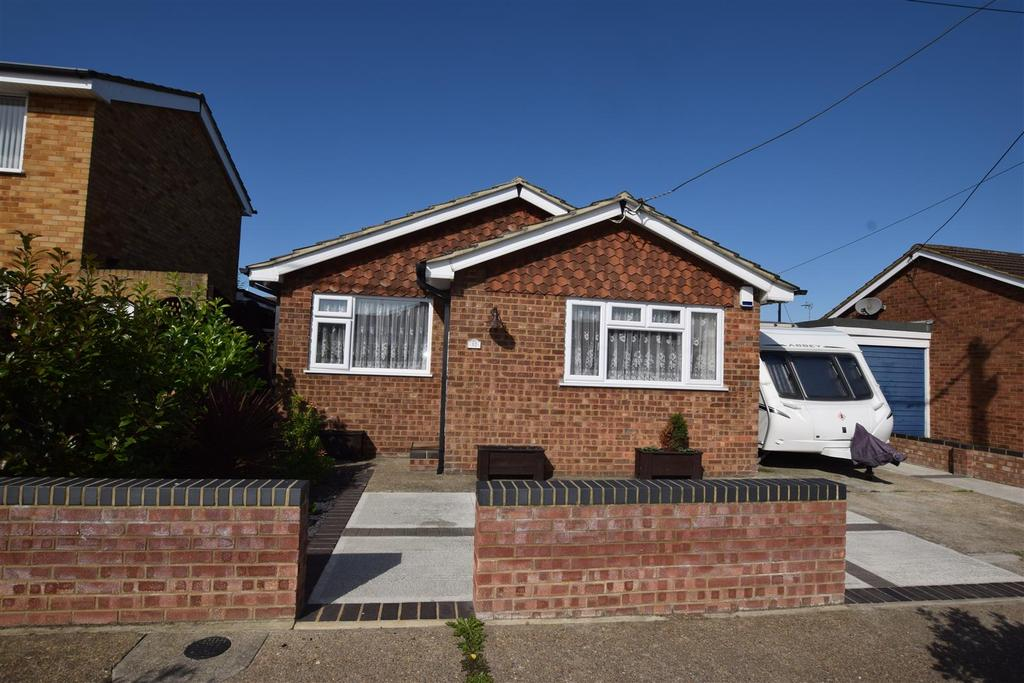 2 Bedrooms Detached Bungalow for sale in Keer Avenue, Canvey Island