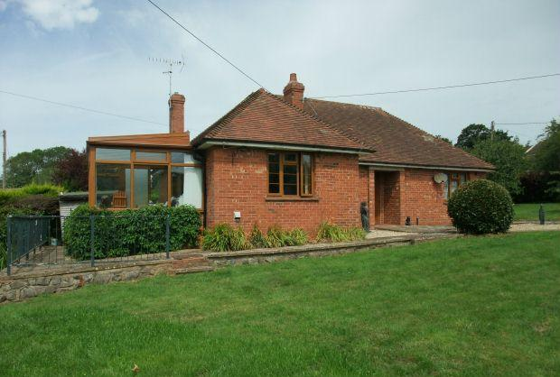 3 Bedrooms Detached Bungalow for sale in Strawberry Hill, LYMPSTONE