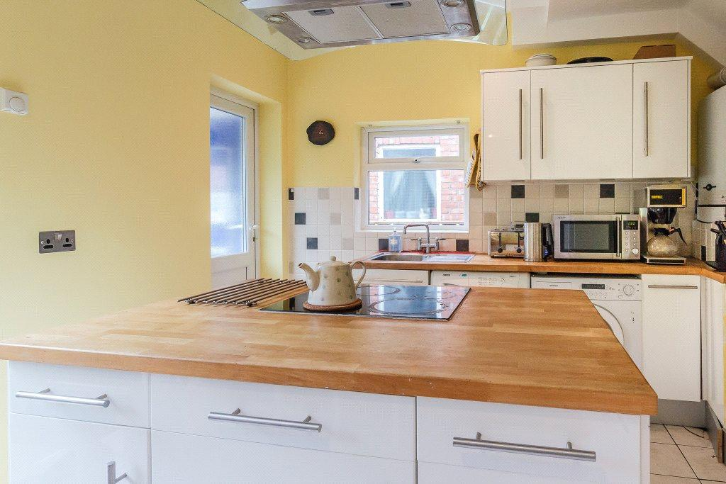 2 Bedrooms Semi Detached House for sale in Regent Road North, Gosforth, Newcastle Upon Tyne, Tyne Wear