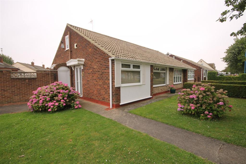 2 Bedrooms Semi Detached Bungalow for sale in Fens Crescent, Hartlepool