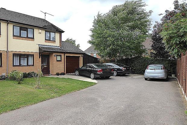 3 Bedrooms Semi Detached House for sale in Hedgeway, East Hunsbury, Northampton, NN4
