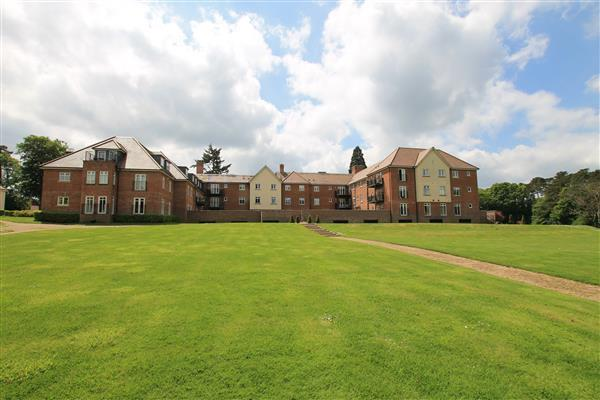 3 Bedrooms Apartment Flat for sale in Beacon Crescent, Grayshott, Hindhead