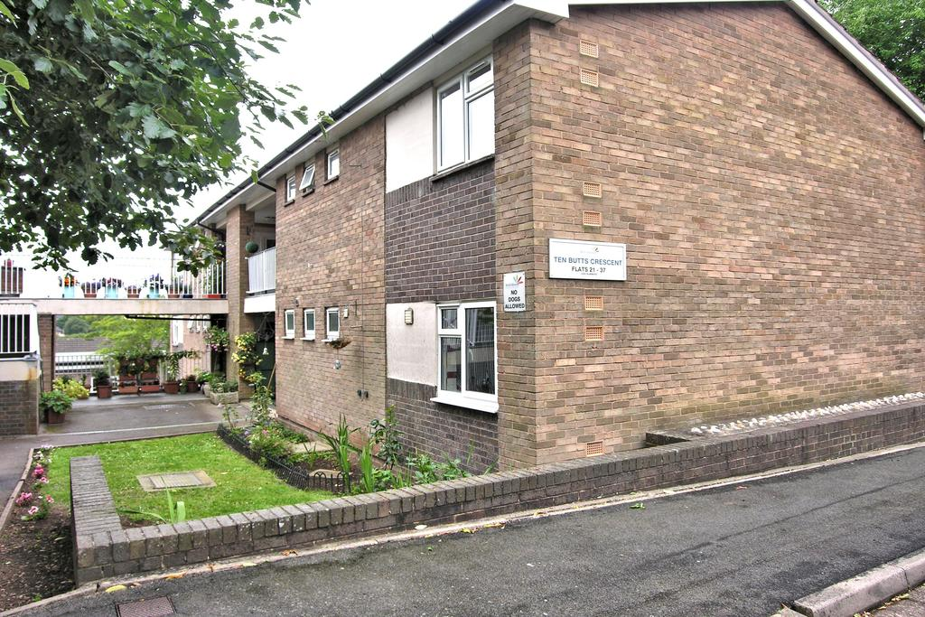 2 Bedrooms Apartment Flat for sale in TEN BUTTS CRESCENT, MOSS PIT, STAFFORD ST17