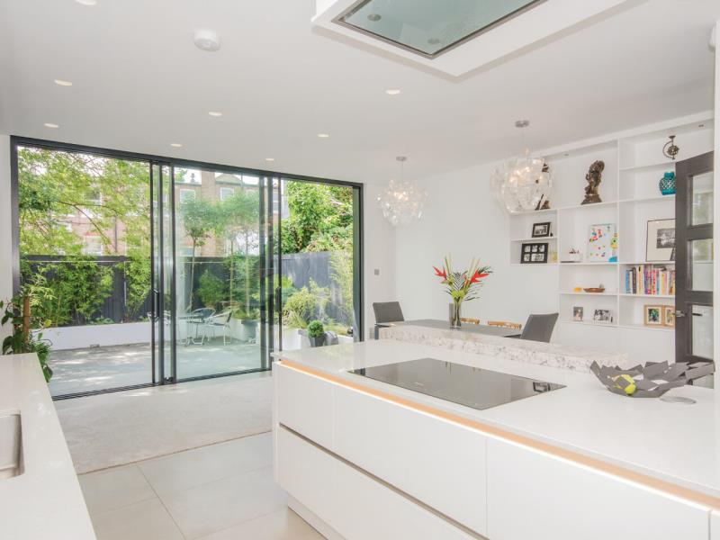 4 Bedrooms Terraced House for sale in Fairlawn Avenue, N2
