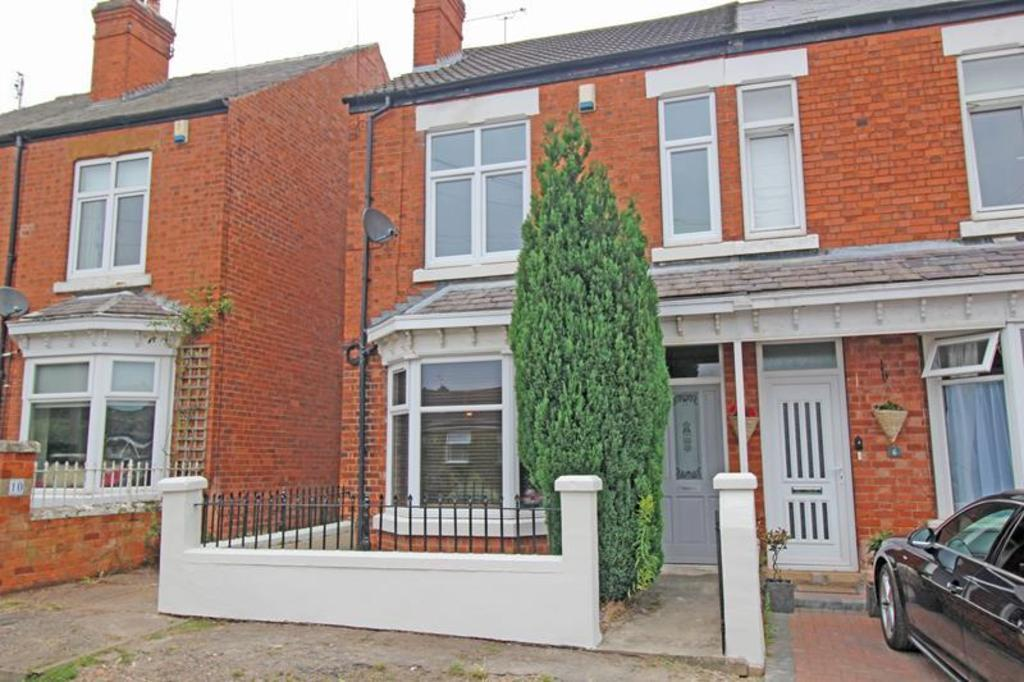 3 Bedrooms Semi Detached House for sale in 8 South View