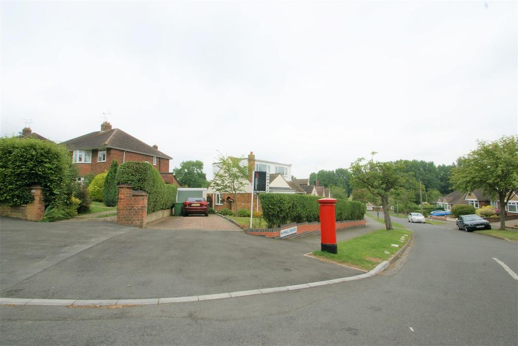 3 Bedrooms Detached House for sale in Mckinnell Crescent, Rugby