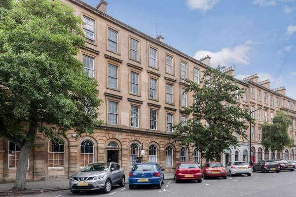 2 Bedrooms Flat for sale in 0/2, 16 Minerva Street, Glasgow, G3 8LD