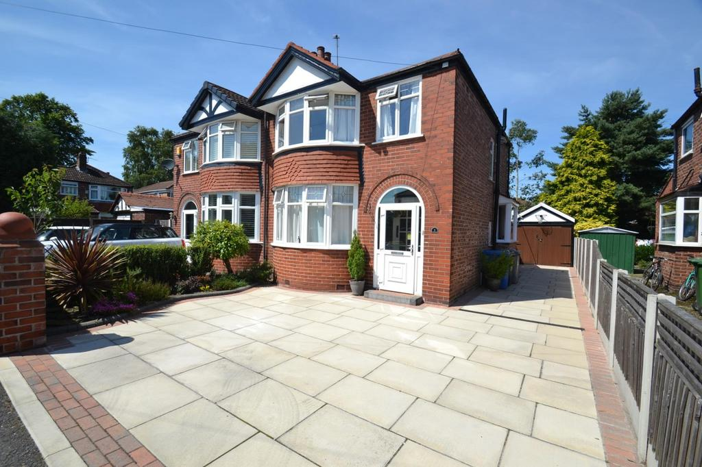 3 Bedrooms Semi Detached House for sale in Forbes Close, Sale