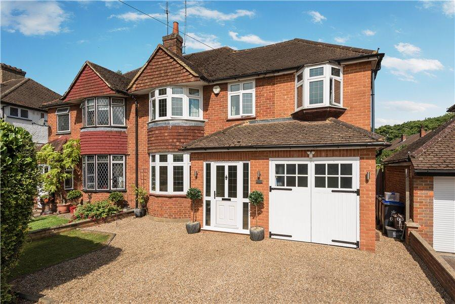4 Bedrooms Semi Detached House for sale in Moorfield Road, Denham, Bucks UB9