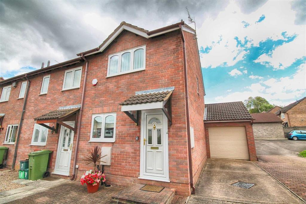 2 Bedrooms End Of Terrace House for sale in Peacock Close, Fiddlers Green, Cheltenham, GL51