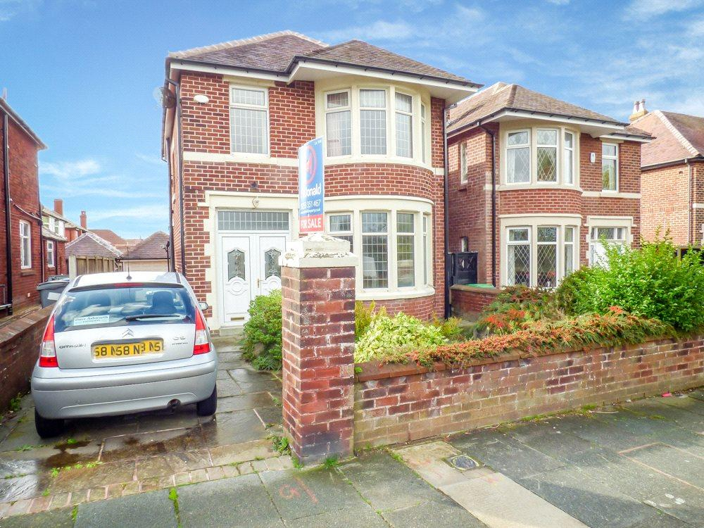 3 Bedrooms Detached House for sale in Shaftesbury Avenue, Bispham, Blackpool